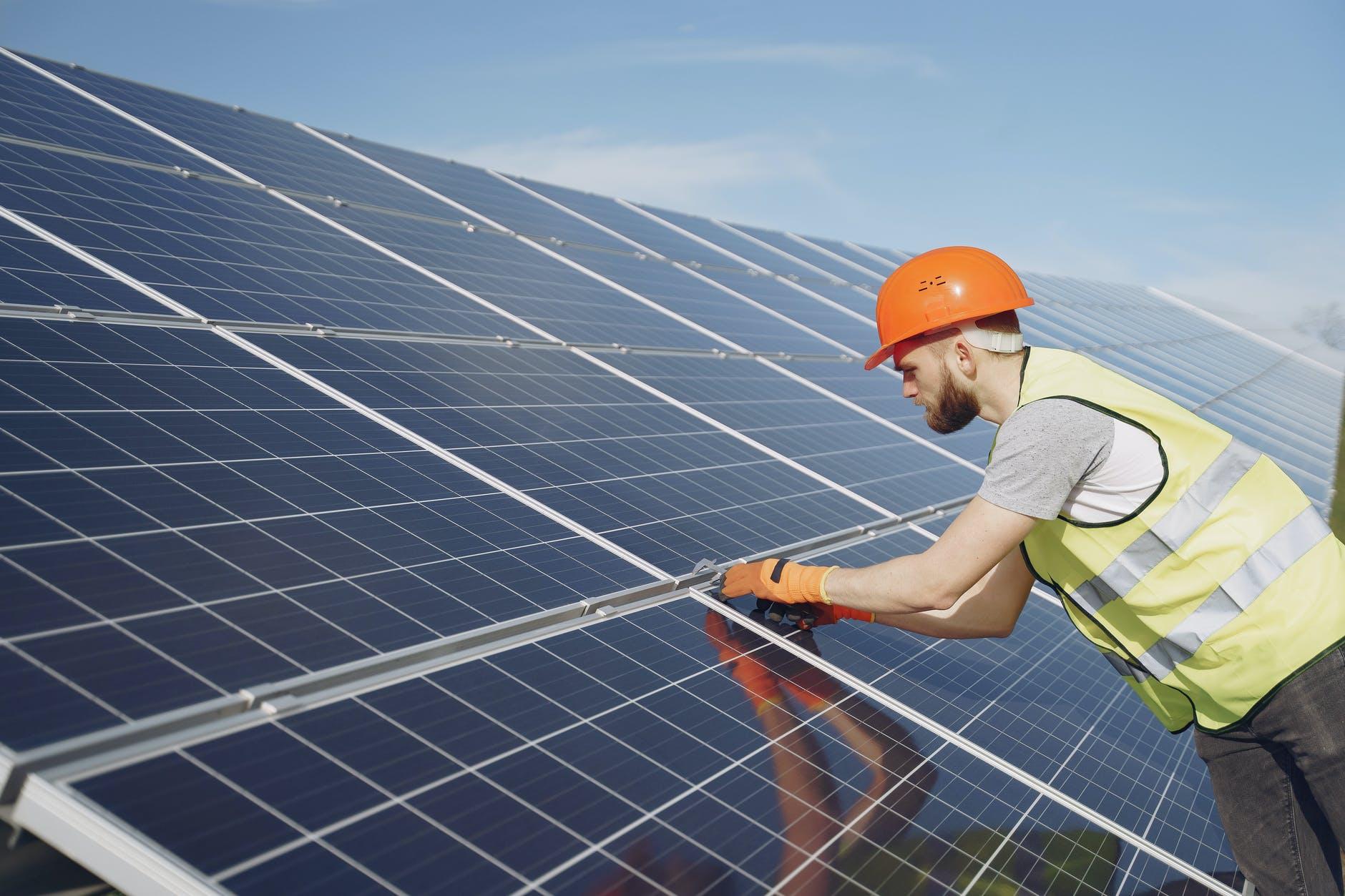 Cumple 40 años AES acelerando el futuro de la energía